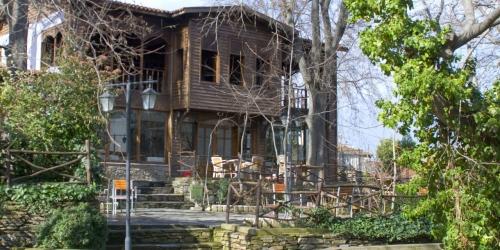 Homeros'tan Evliya Çelebi'ye Bir Kültür Kenti: Tire