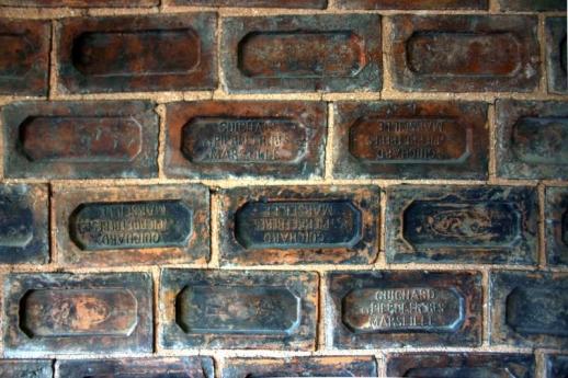 ÇEKÜL evi duvarlar (Marsilya tuğlası)