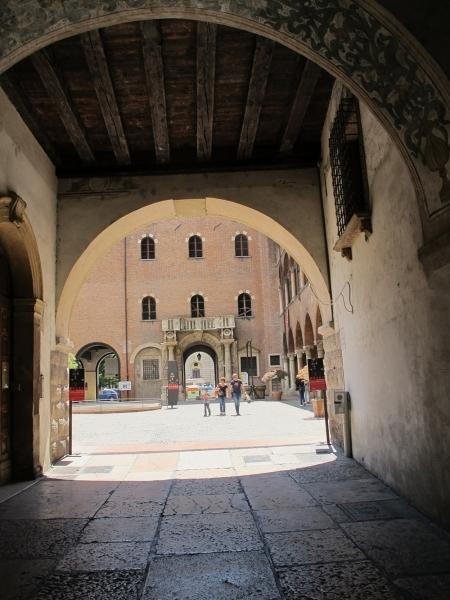 Bütüncül Kentsel Korumada Bologna ve Verona Örnekleri