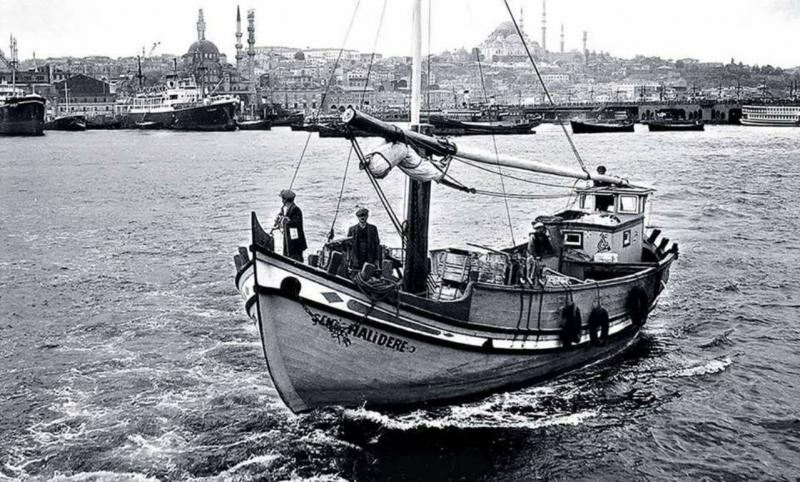 İstanbul çektirmeleri, Eminönü hali rıhtımından hareket ederek kıyı ilçelere sebze meyve taşırdı