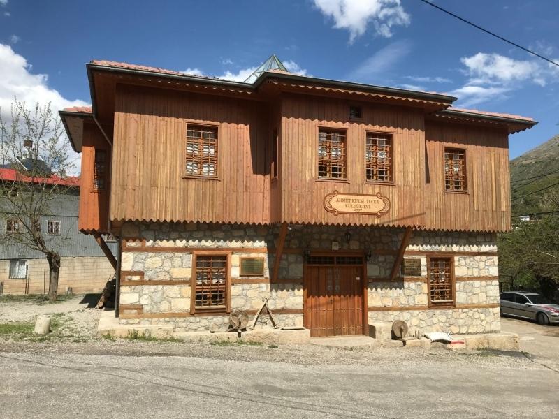 Ahmet Kutsi Tecer Kültür Evi