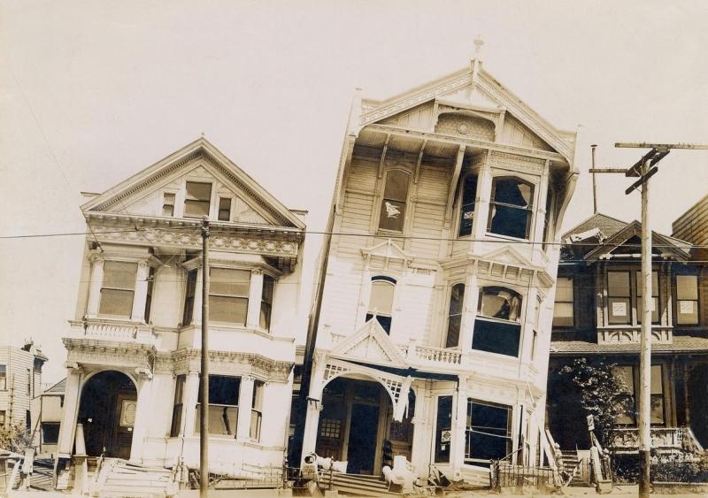 1906'daki San Francisco Depreminde hasar gören ahşap evler